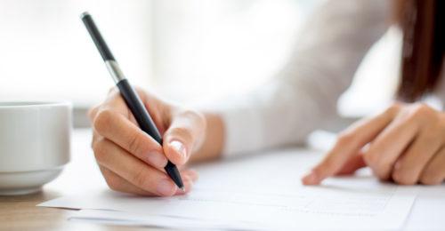 Formy zatrudnienia farmaceutów – rodzaje umów. Różnice, wady i zalety